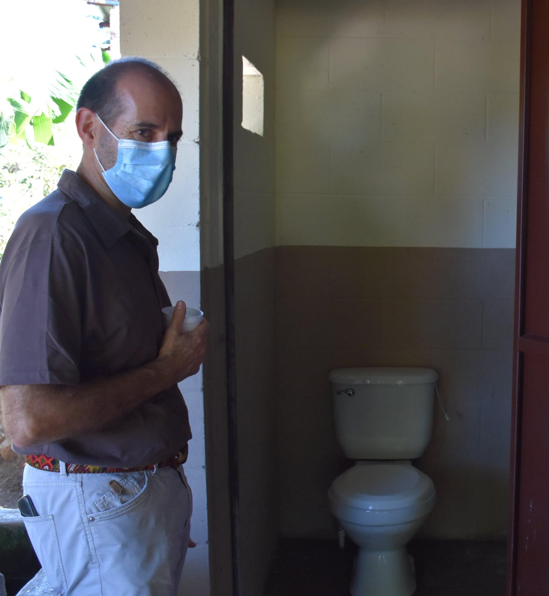 Entrega simbólica de sistemas de saneamiento domiciliar
