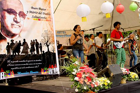 Celebran natalicio 98 de Monseñor Romero con Festival Popular