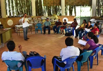 Reunión de integrantes del Mercadito alternativo Solidario en las instalaciones de Asociación Ecológica de Permacultores de Suchitoto Suchitoto.