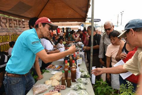 Descolonizando nuestro alimento: Festival Raíces